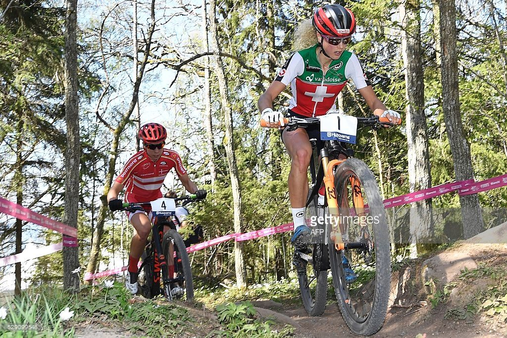 Jolanda Neff e Anika Langavad no Campeonato Europeu de MTB XCO