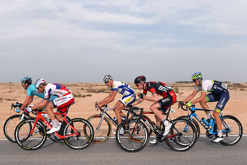 Revezamento durante etapa do Tour of Qatar (Tim De Waele | TDWsport.com)