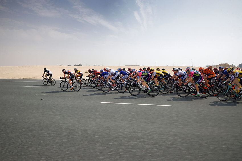 Pelotão no Tour of Qatar 2016 (Getty Images).