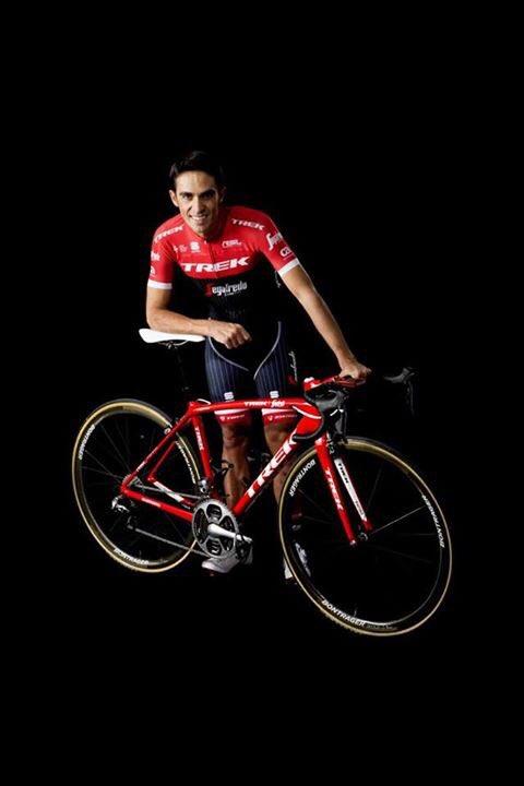Alberto Contador no novo kit da Trek-Segafredo